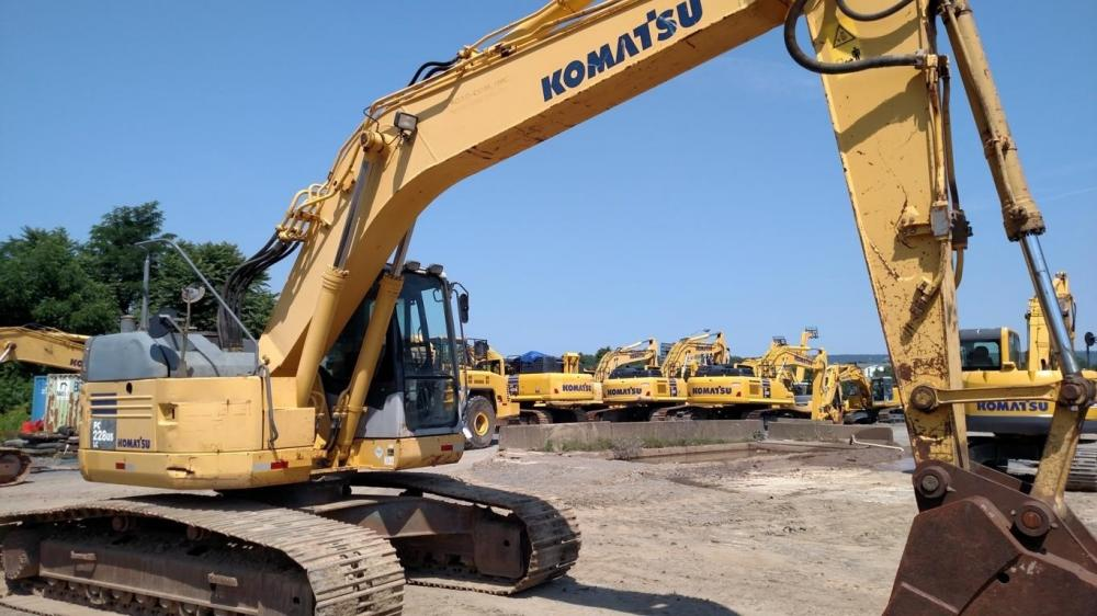 Detail photo of 2005 Komatsu PC228USLC-3 from Construction Equipment Guide