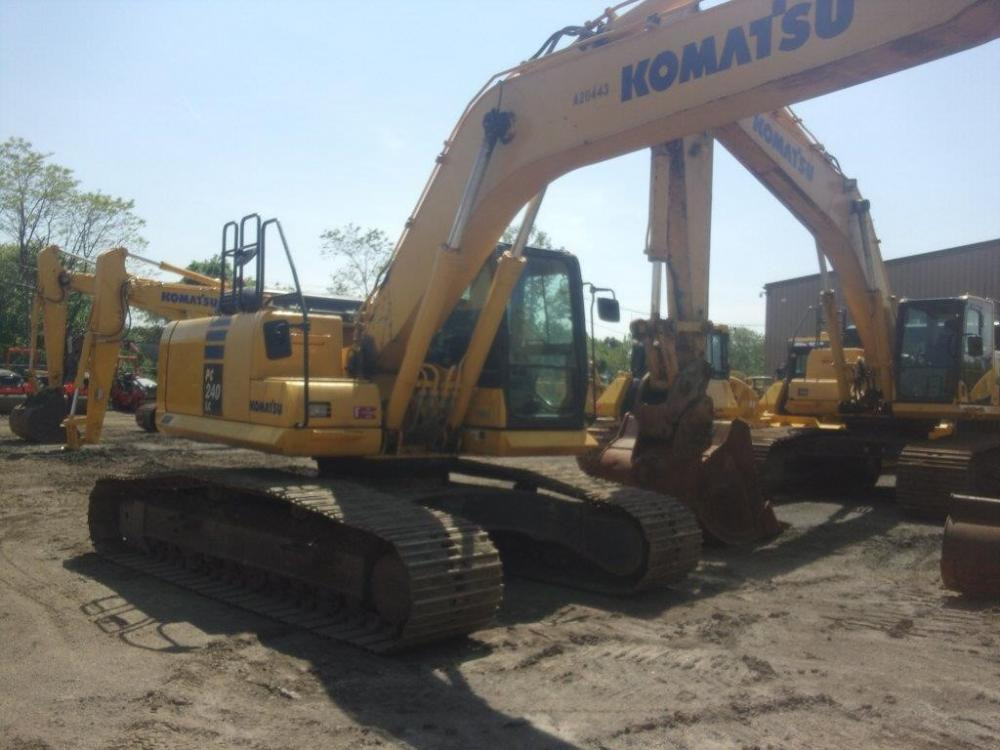 Detail photo of 2014 Komatsu PC240LC-10 from Construction Equipment Guide