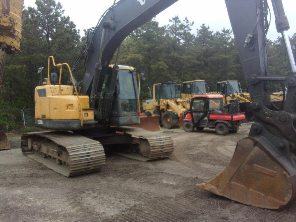 Detail photo of 2012 Volvo ECR235DL from Construction Equipment Guide
