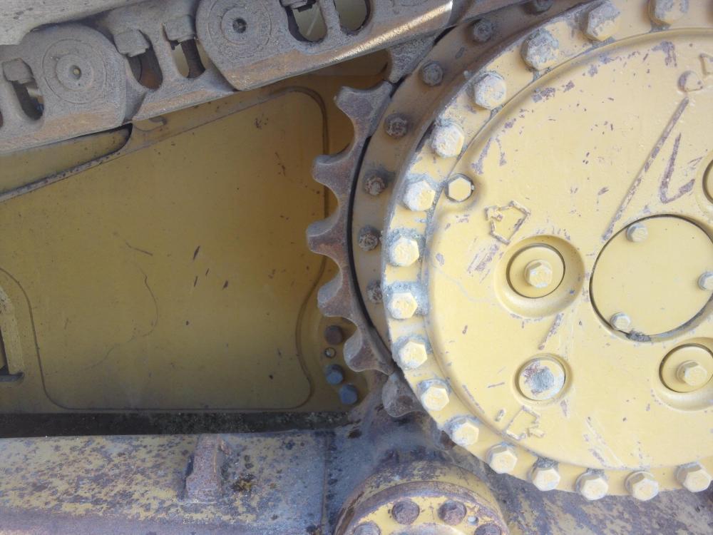 Detail photo of 2011 Caterpillar D6N LGP from Construction Equipment Guide