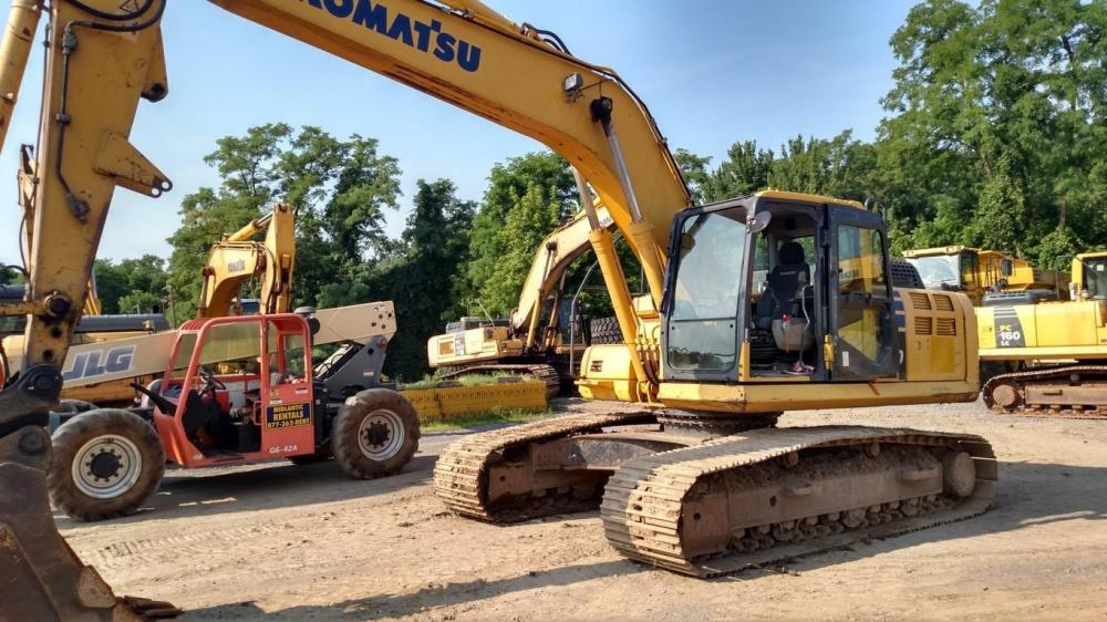 Detail photo of 2015 Komatsu PC240LC from Construction Equipment Guide