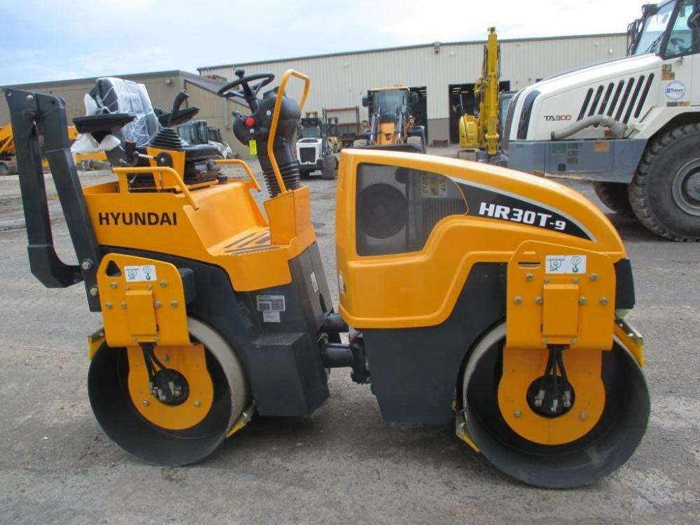 Detail photo of 2016 Hyundai HR30T-9 from Construction Equipment Guide