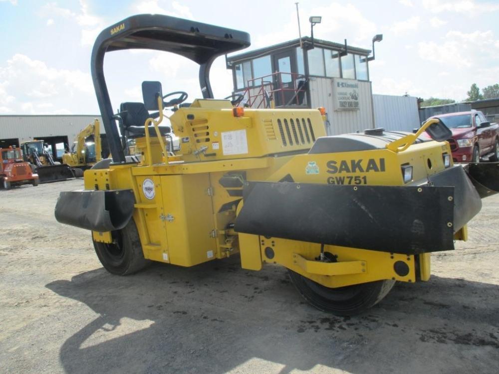 Detail photo of 2016 Sakai GW751 from Construction Equipment Guide