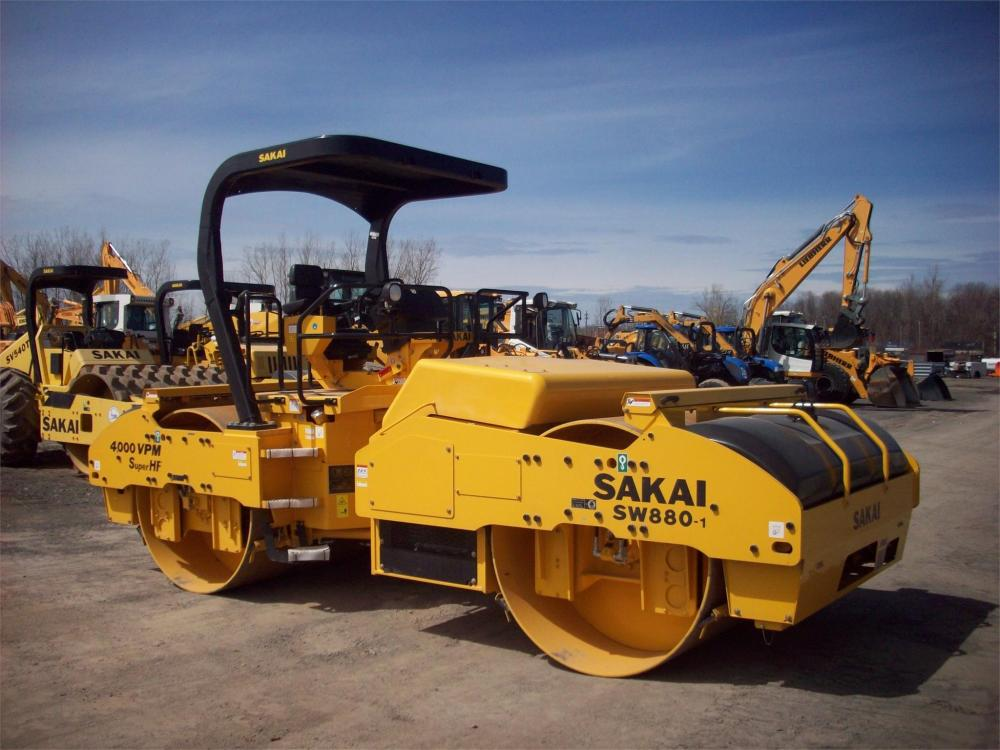 Detail photo of 2018 Sakai SW880 from Construction Equipment Guide