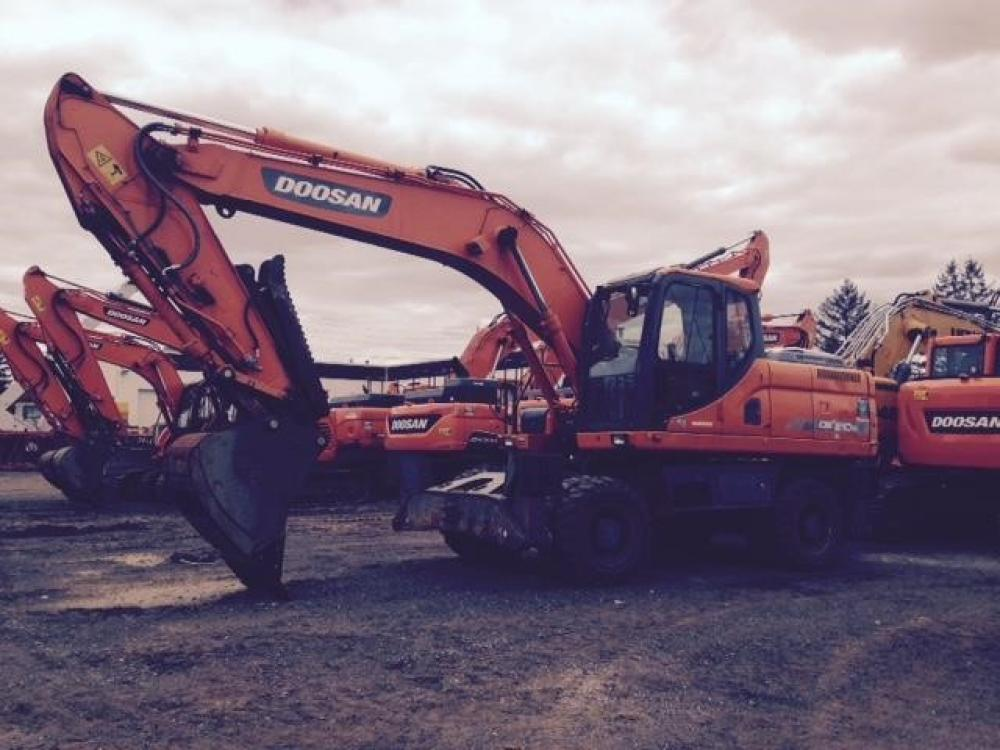 Detail photo of 2011 Doosan DX210W from Construction Equipment Guide