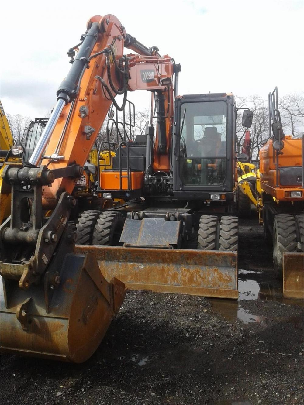 Detail photo of 2016 Doosan DX140W from Construction Equipment Guide