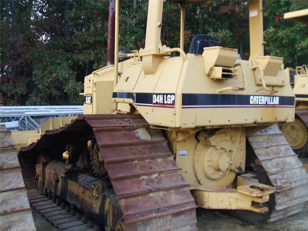 Detail photo of 1996 Caterpillar D4H LGP III from Construction Equipment Guide