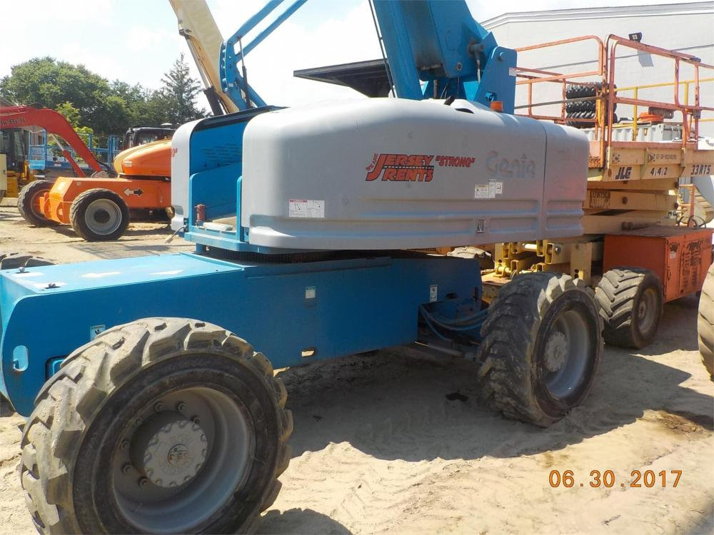 Detail photo of 2000 Genie S-80 from Construction Equipment Guide