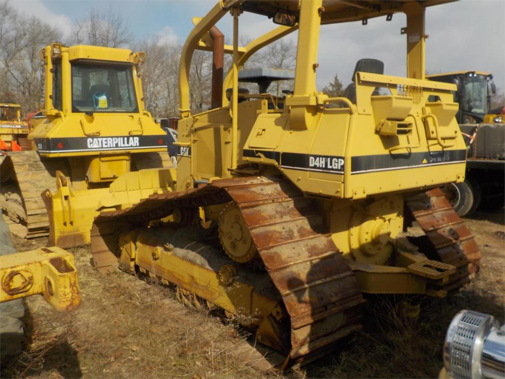 Detail photo of 1995 Caterpillar D4H LGP III from Construction Equipment Guide