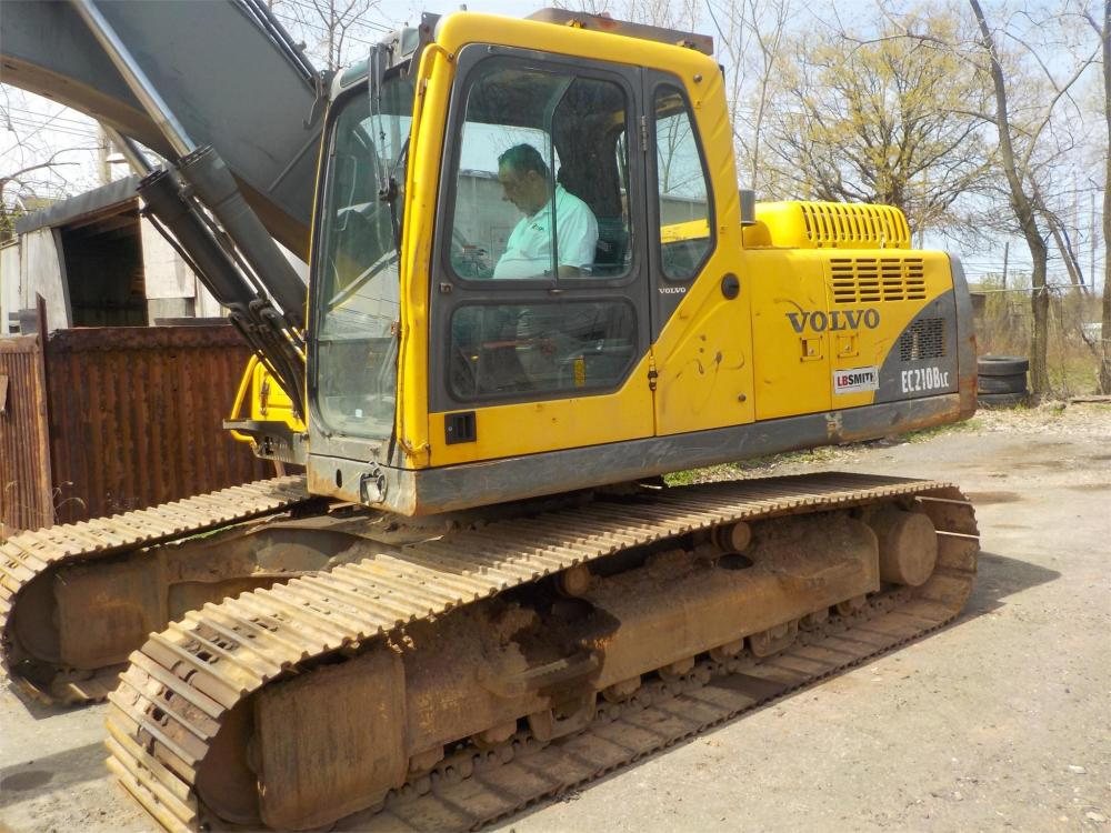 Detail photo of 2005 Volvo EC210BLC from Construction Equipment Guide