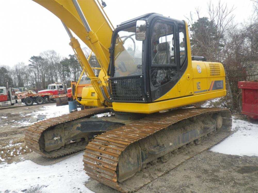 Detail photo of 2015 LiuGong 925D from Construction Equipment Guide