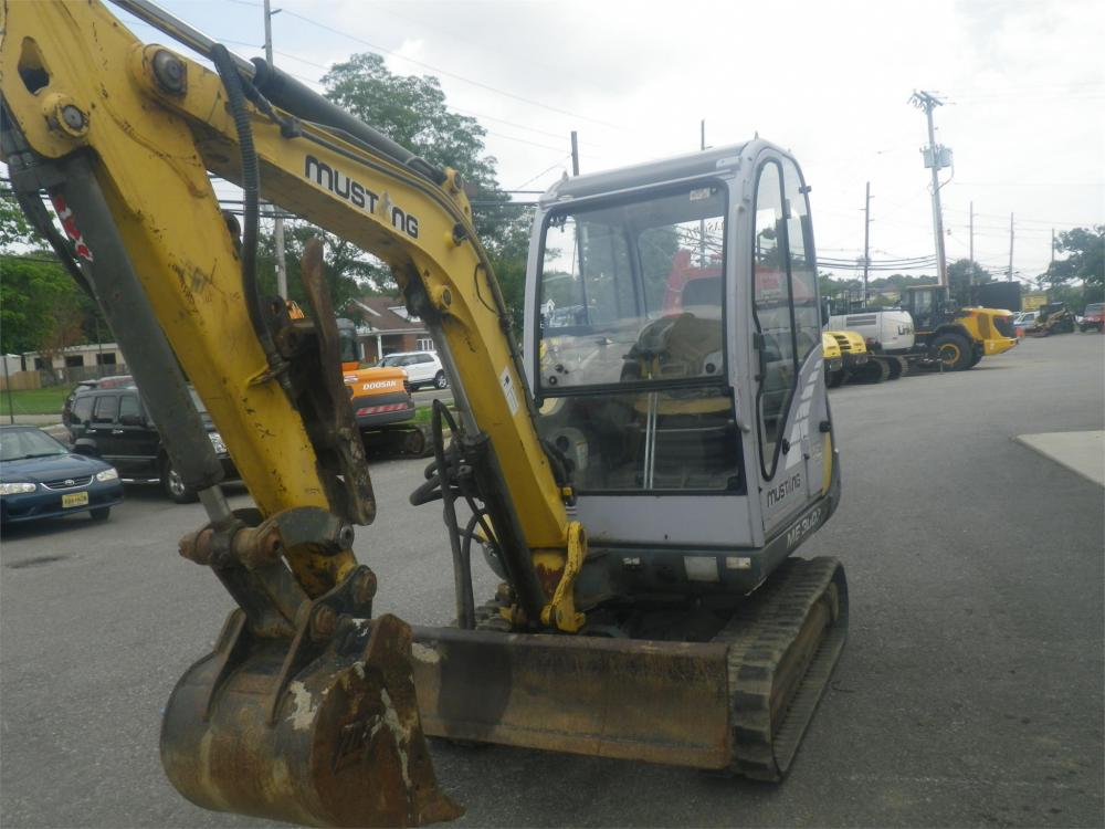 Detail photo of 2002 Mustang ME3003 from Construction Equipment Guide