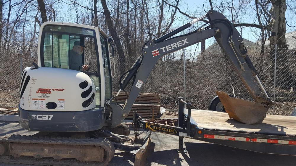 Detail photo of 2014 Terex TC37 from Construction Equipment Guide