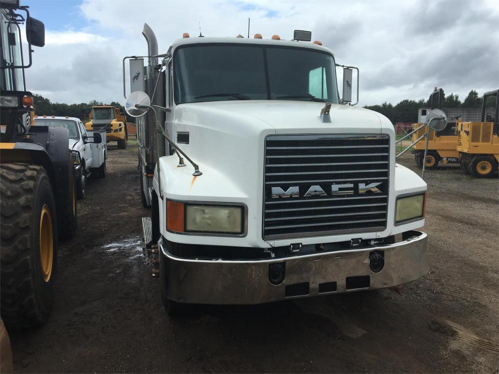 Detail photo of 1996 Mack CH613 from Construction Equipment Guide