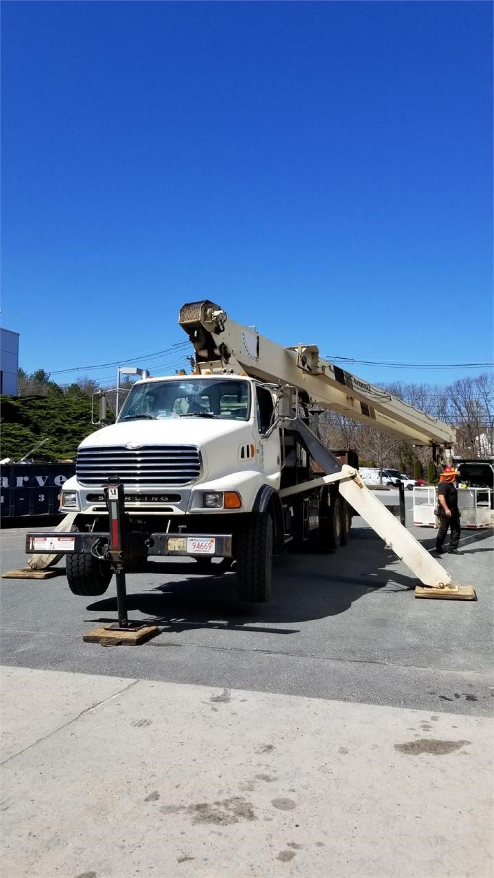 Detail photo of 2003 National 9103A from Construction Equipment Guide