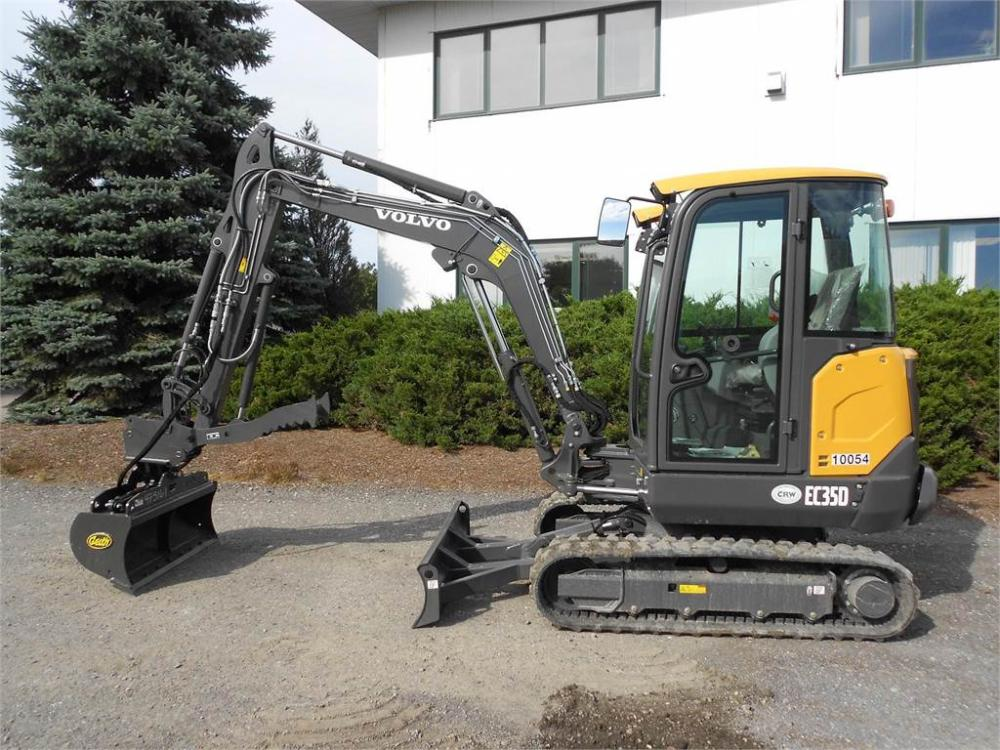 Detail photo of 2018 Volvo EC35D from Construction Equipment Guide