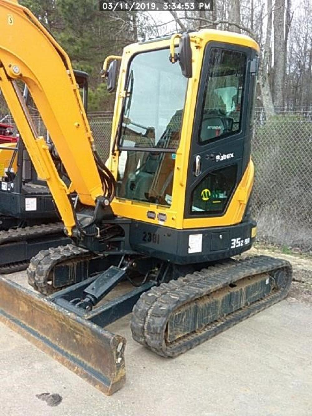 Detail photo of 2017 Hyundai ROBEX 35Z-9A from Construction Equipment Guide