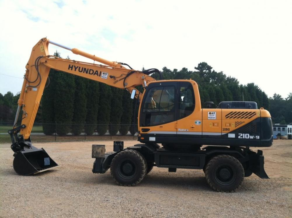 Detail photo of 2013 Hyundai ROBEX 210W-9 from Construction Equipment Guide
