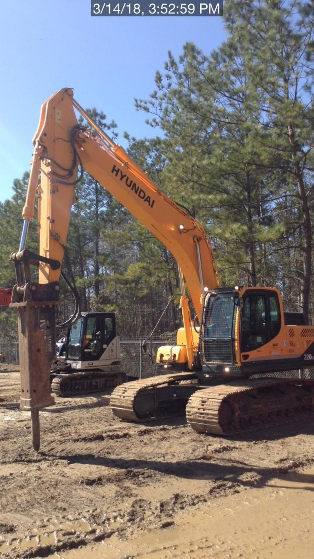 Detail photo of 2014 Hyundai ROBEX 220 LC-9A from Construction Equipment Guide