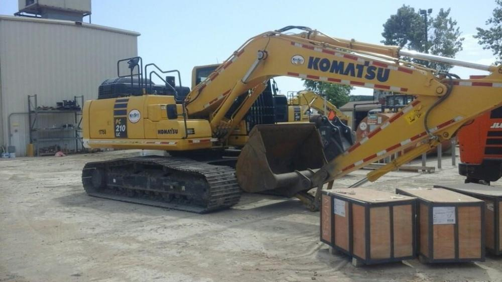 Detail photo of 2016 Komatsu PC210LC-11 from Construction Equipment Guide