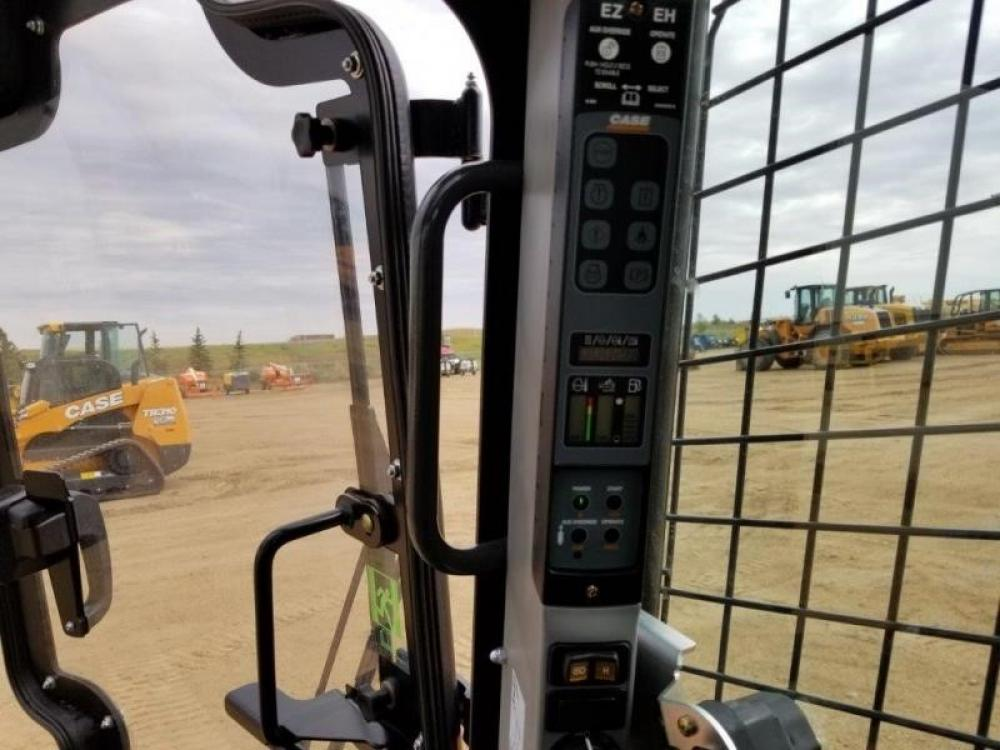 Detail photo of 2018 Case TV380 from Construction Equipment Guide