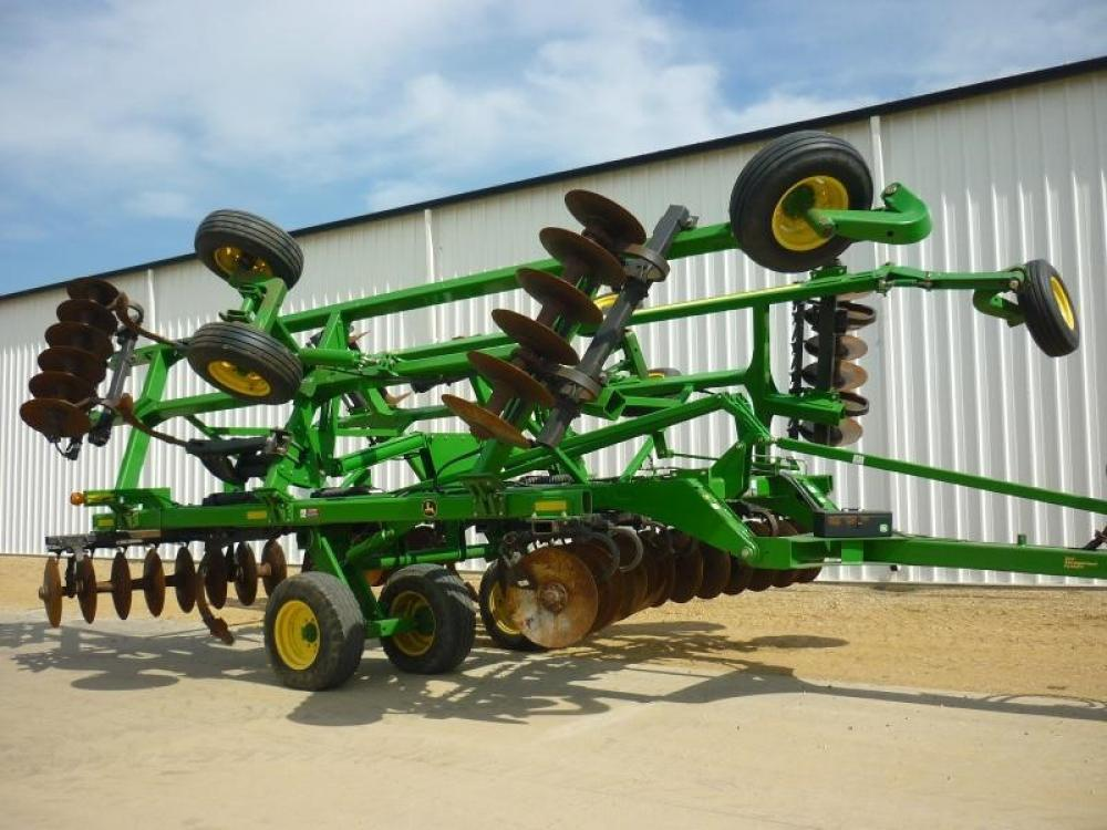 Detail photo of 2014 John Deere 2720 from Construction Equipment Guide