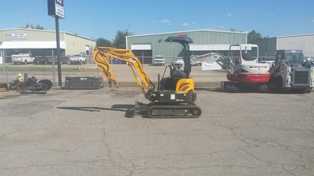 Detail photo of 2015 Hyundai ROBEX 17Z-9A from Construction Equipment Guide