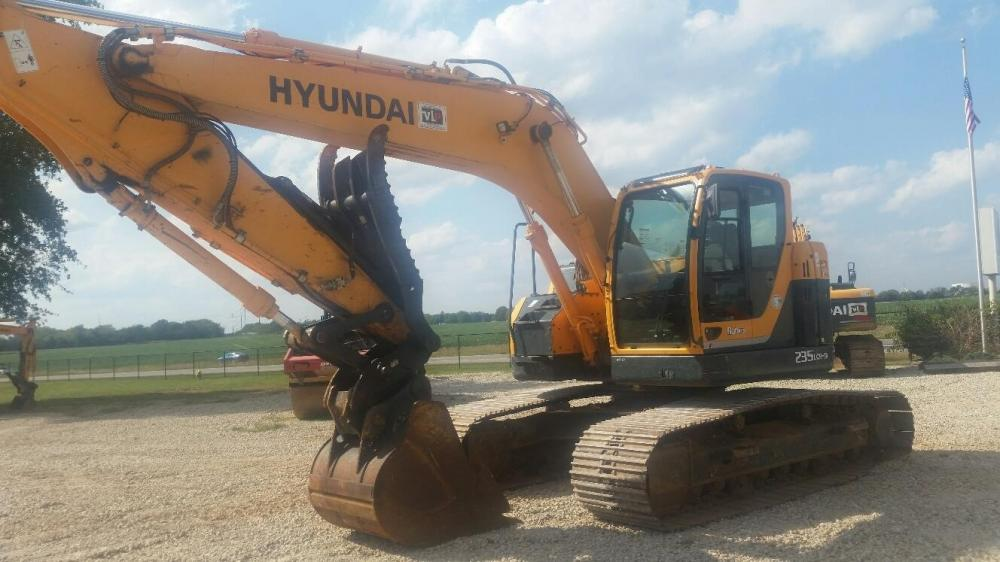 Detail photo of 2011 Hyundai ROBEX 235 LCR-9 from Construction Equipment Guide