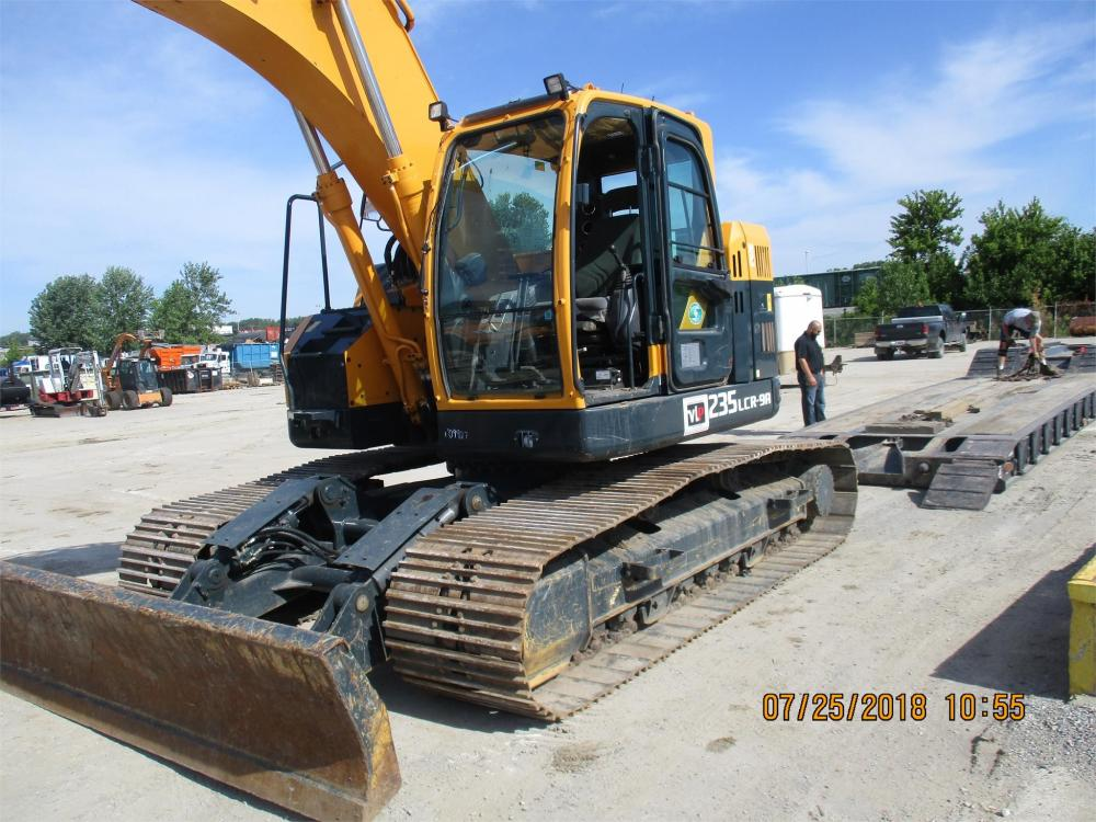 Detail photo of 2015 Hyundai ROBEX 235LCR-9 from Construction Equipment Guide