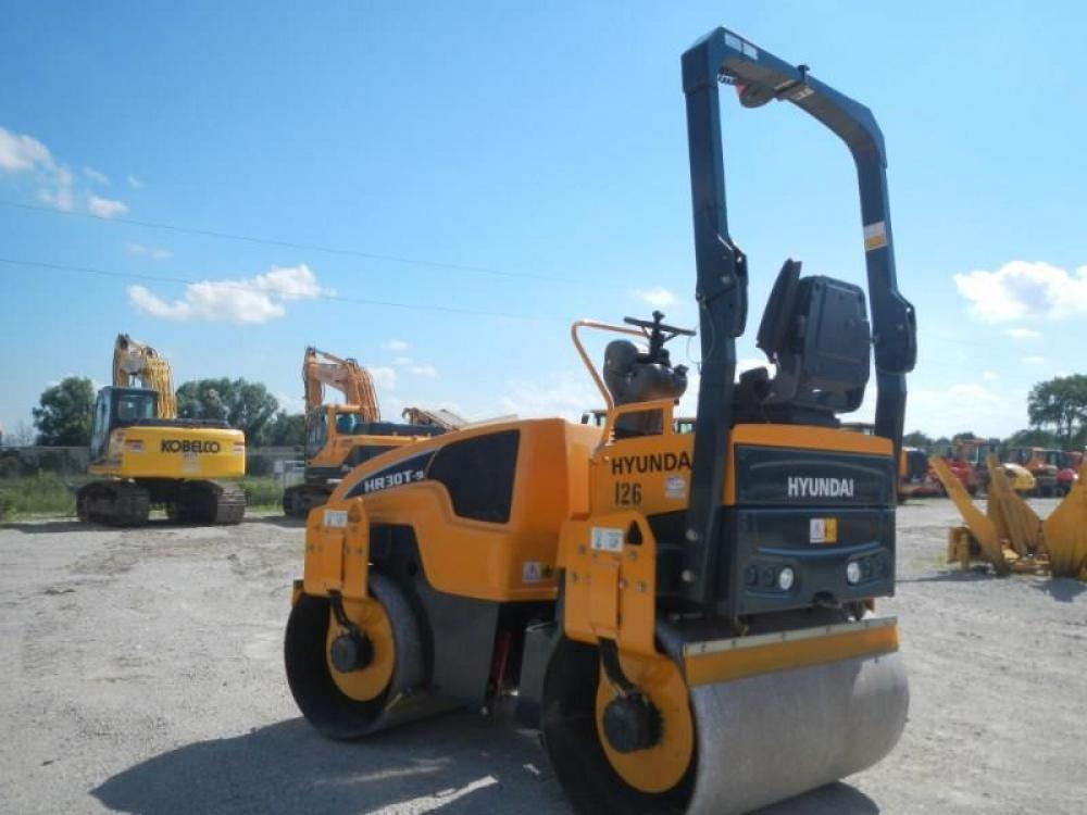 Detail photo of 2015 Hyundai HR30T-9 from Construction Equipment Guide