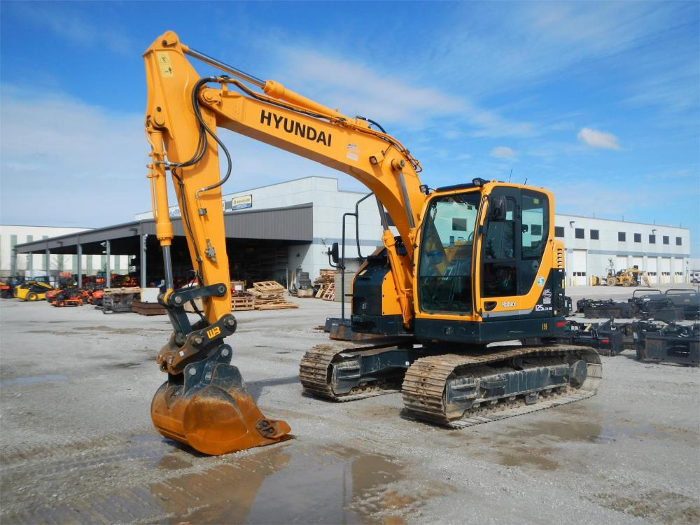 Detail photo of 2016 Hyundai ROBEX 125 LCR-9A from Construction Equipment Guide
