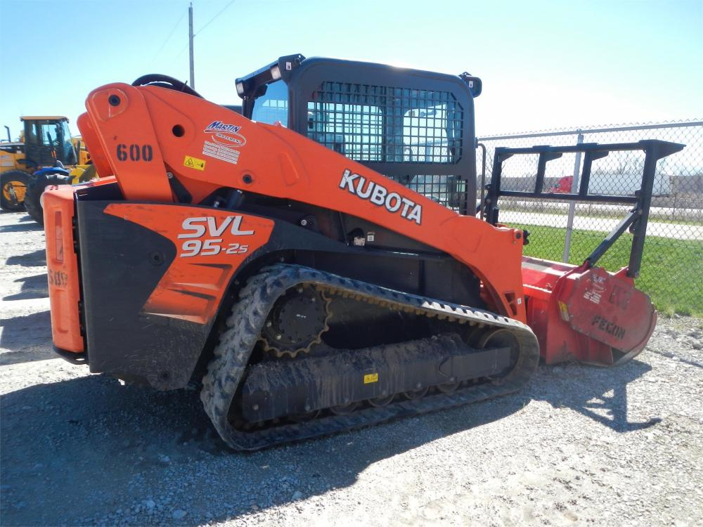 Detail photo of 2016 Kubota SVL95-2S from Construction Equipment Guide