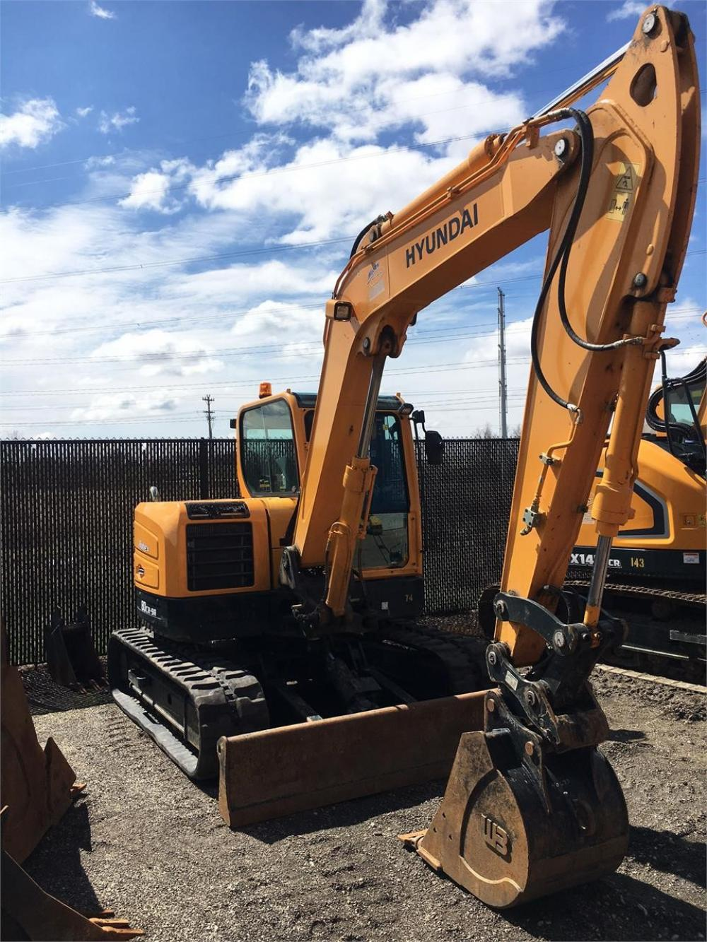 Detail photo of 2016 Hyundai ROBEX 80CR-9A from Construction Equipment Guide