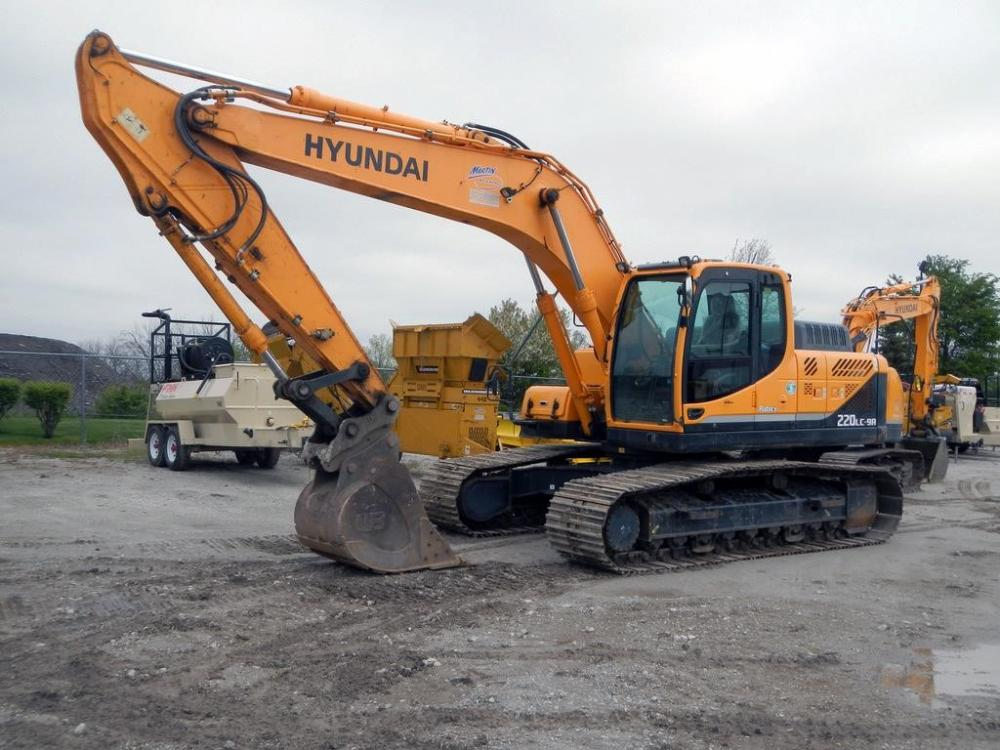 Detail photo of 2015 Hyundai ROBEX 220 LC-9A from Construction Equipment Guide
