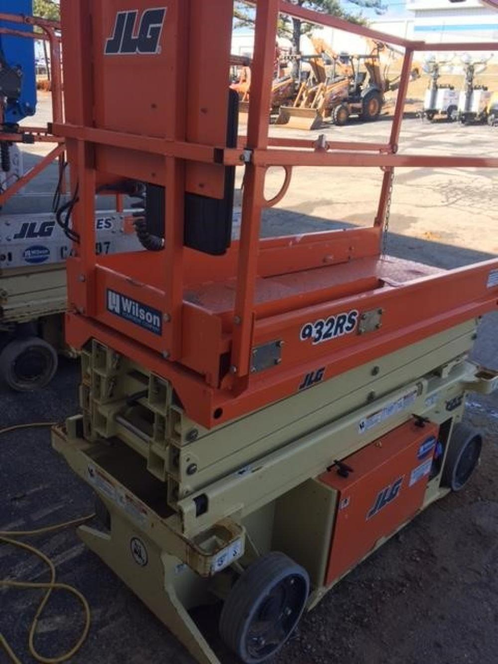 Detail photo of 2015 JLG 1932RS from Construction Equipment Guide