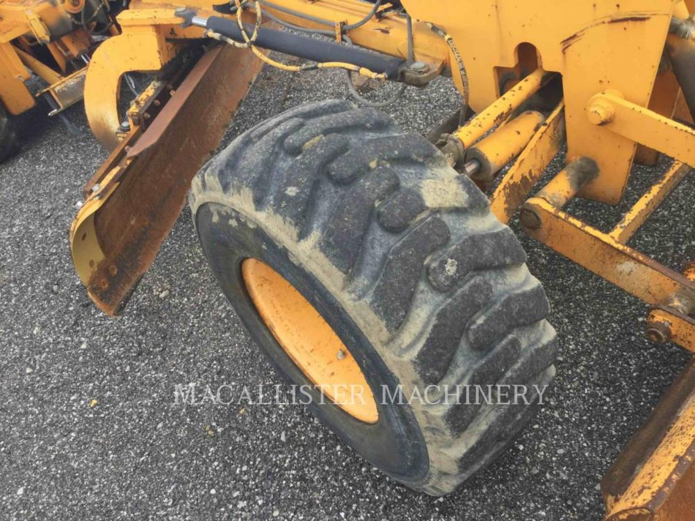 Detail photo of 2003 LeeBoy 685B from Construction Equipment Guide