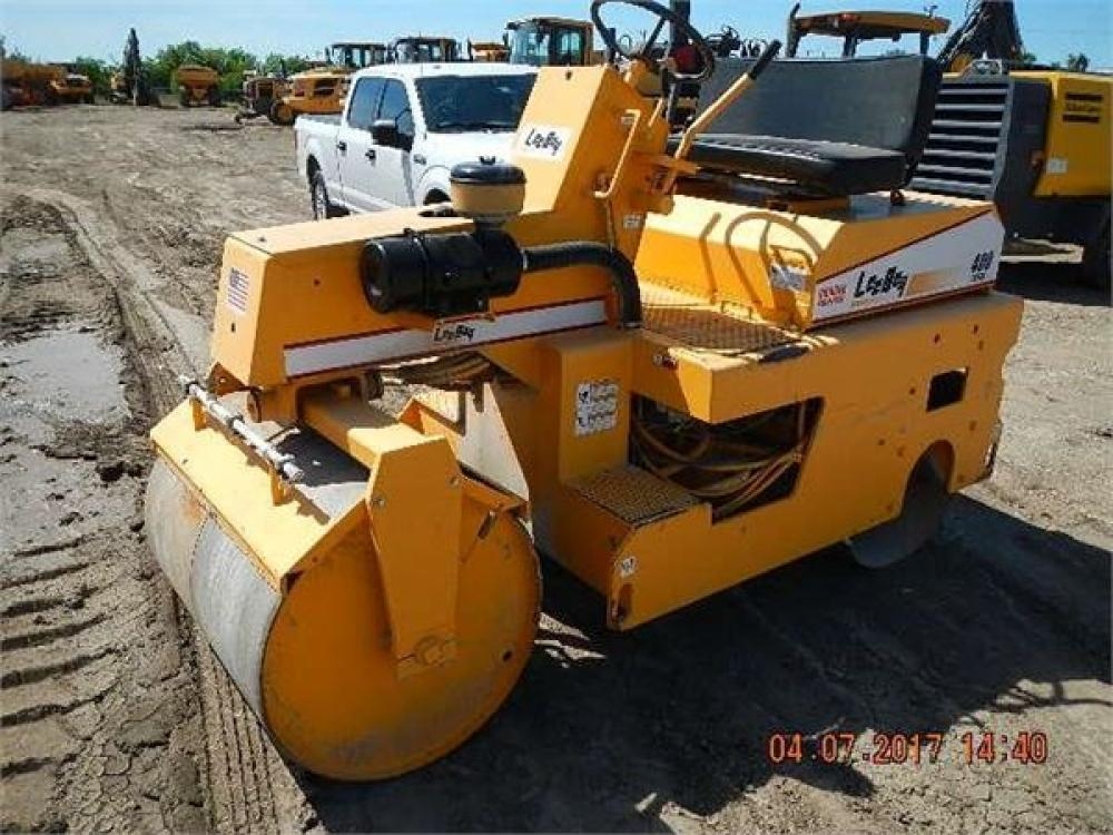 Detail photo of 2004 LeeBoy L400 from Construction Equipment Guide