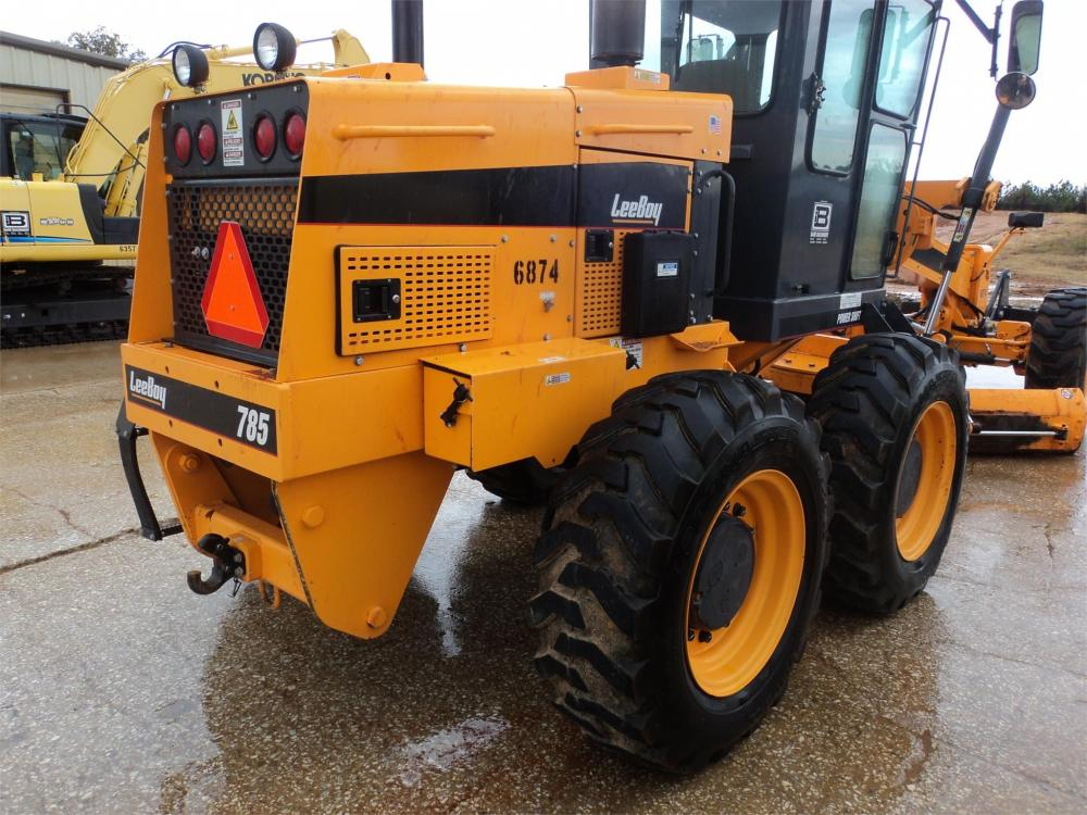 Detail photo of 2014 LeeBoy 785 from Construction Equipment Guide