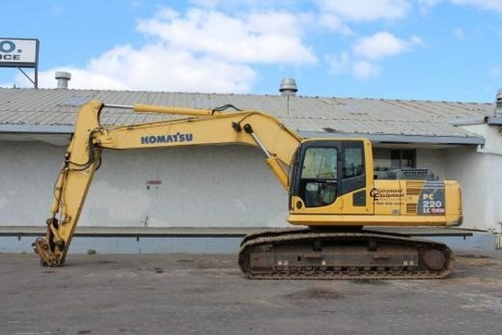 Detail photo of 2006 Komatsu PC220LC-8 from Construction Equipment Guide