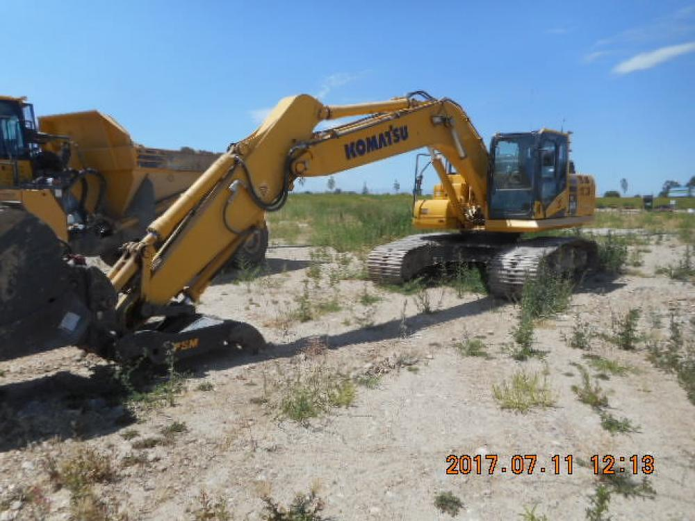 Detail photo of 2015 Komatsu PC240LC-11 from Construction Equipment Guide
