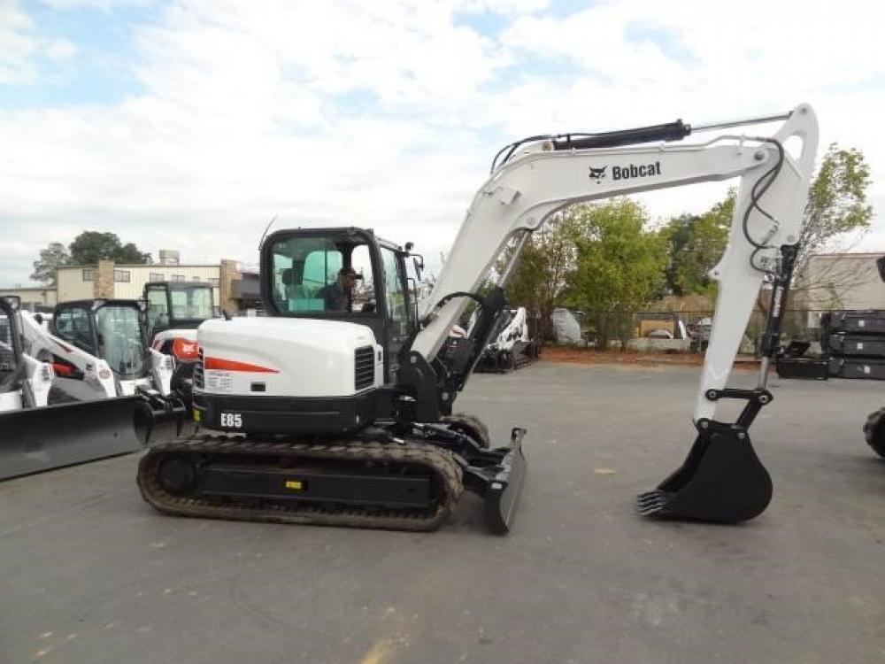 Detail photo of 2016 Bobcat E85 from Construction Equipment Guide