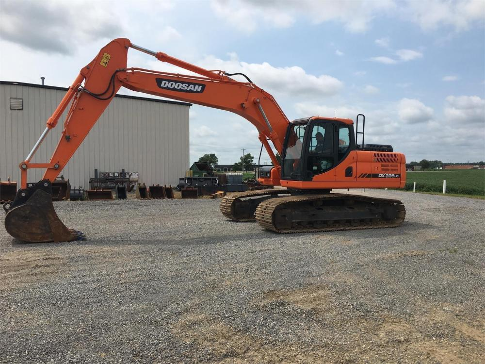 Detail photo of 2015 Doosan DX225LC-3 from Construction Equipment Guide
