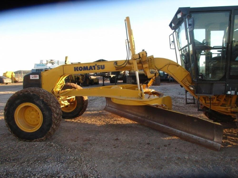 Detail photo of 2004 Komatsu GD675-3C from Construction Equipment Guide