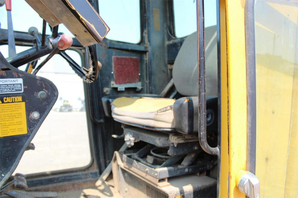 Detail photo of 1981 John Deere 772A from Construction Equipment Guide