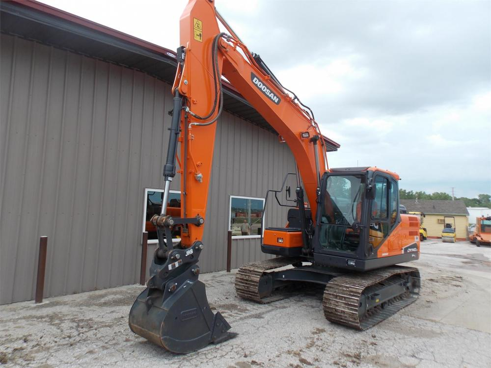 Detail photo of 2016 Doosan DX140LC-5 from Construction Equipment Guide