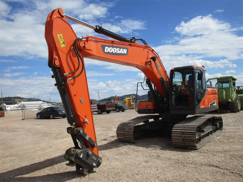 Detail photo of 2016 Doosan DX225LC-5 from Construction Equipment Guide