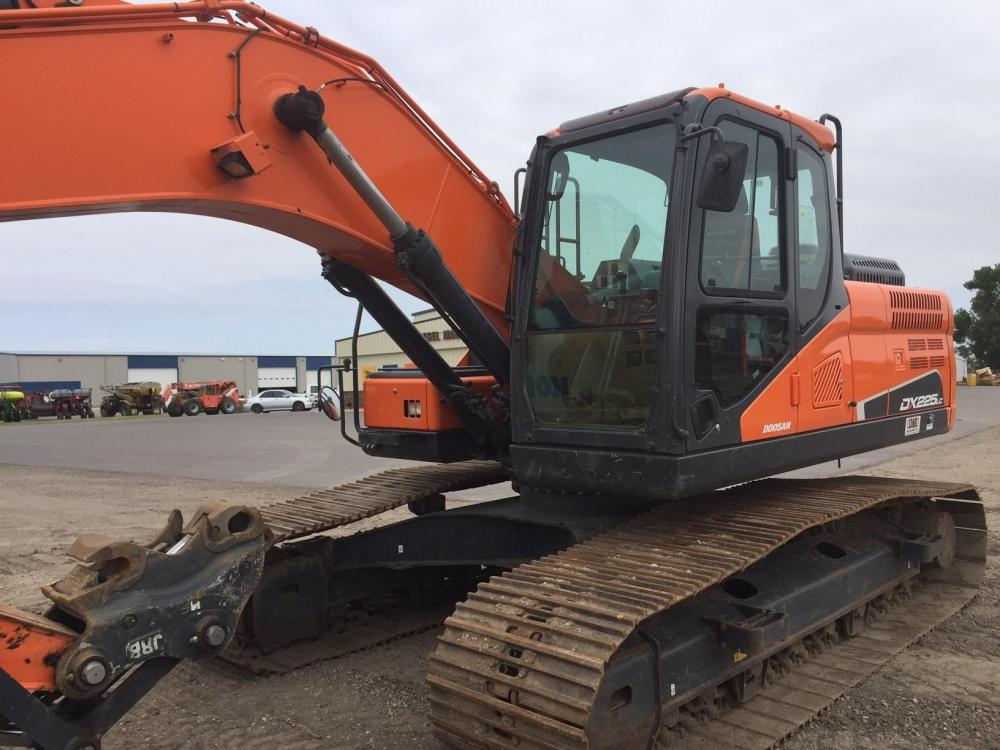Detail photo of 2015 Doosan DX225LC-5 from Construction Equipment Guide