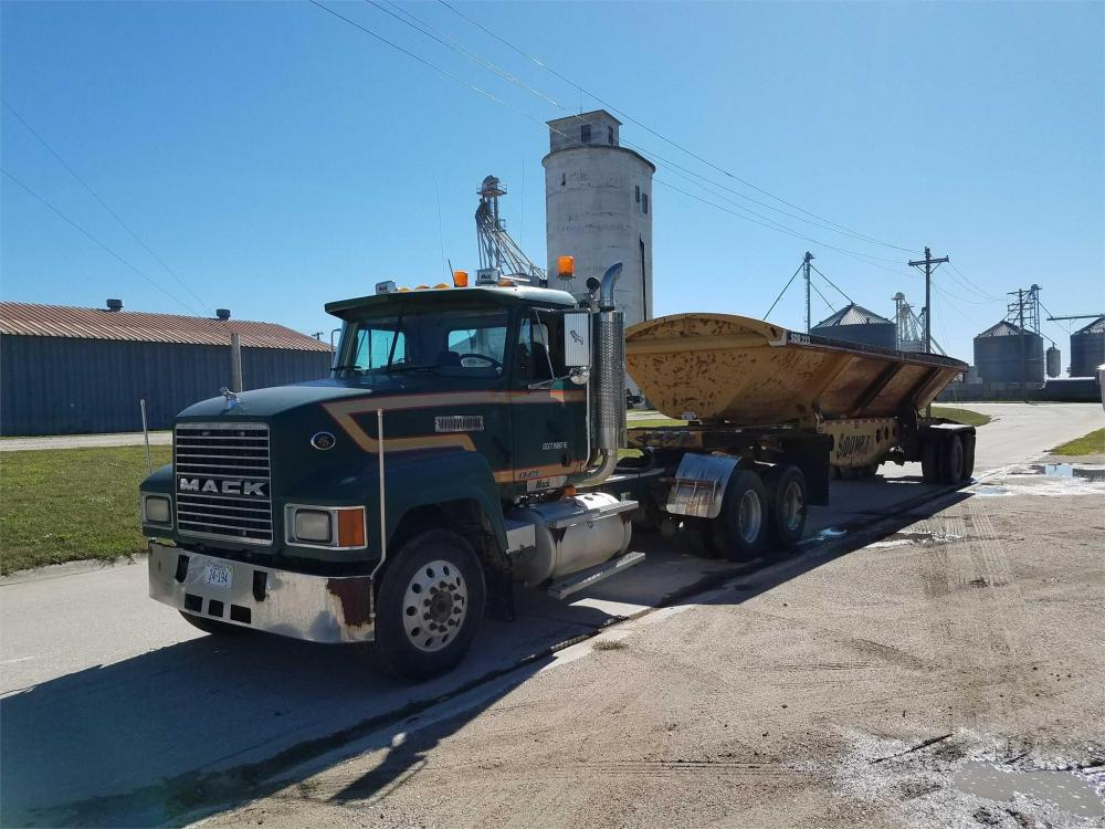 Detail photo of 2001 Mack CH613 from Construction Equipment Guide