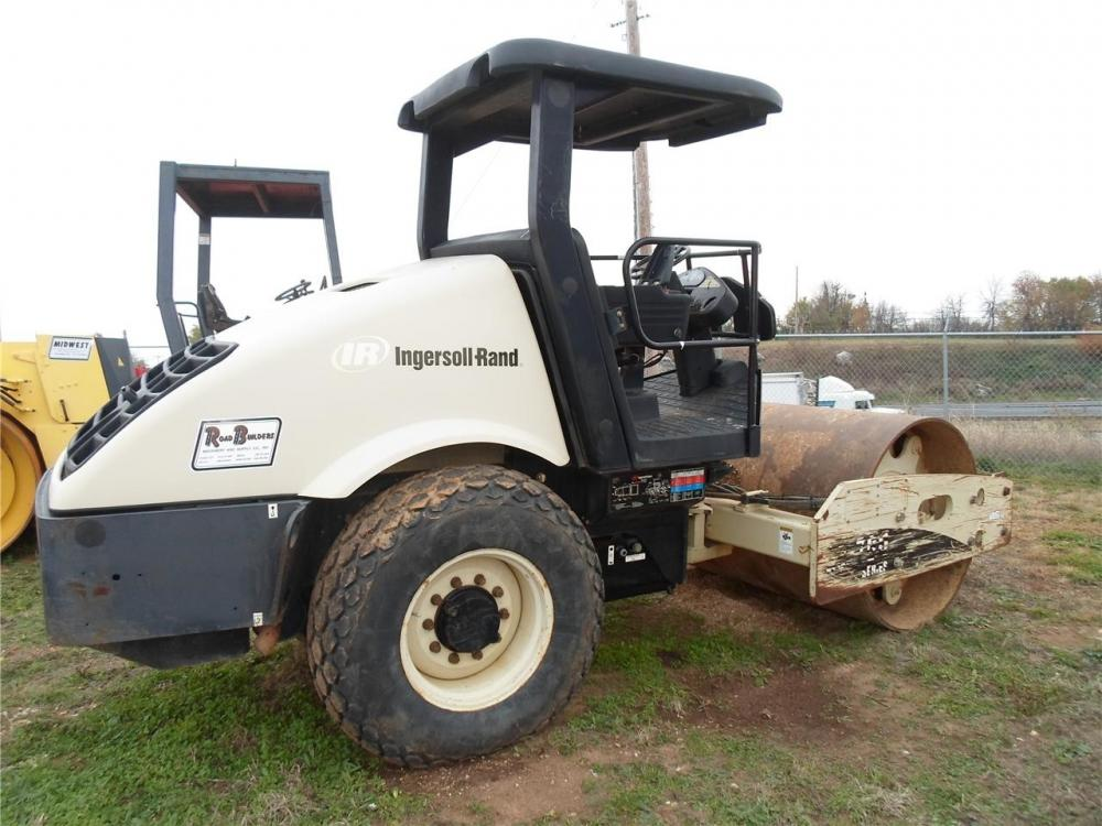 Detail photo of 2005 Ingersoll Rand SD70D from Construction Equipment Guide
