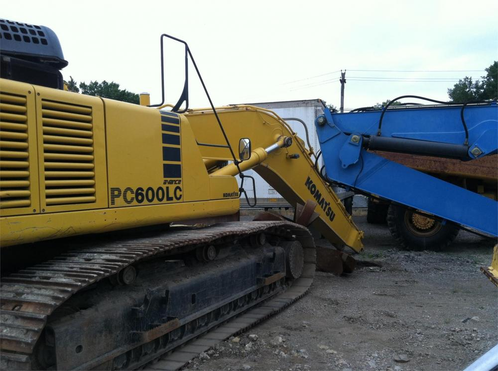 Detail photo of 2001 Komatsu PC600LC-6 from Construction Equipment Guide